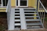 Vstupní schodiště v Milovicích