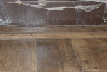 Detail schůdku dlažby v obýváku a kuchyni Mšeno